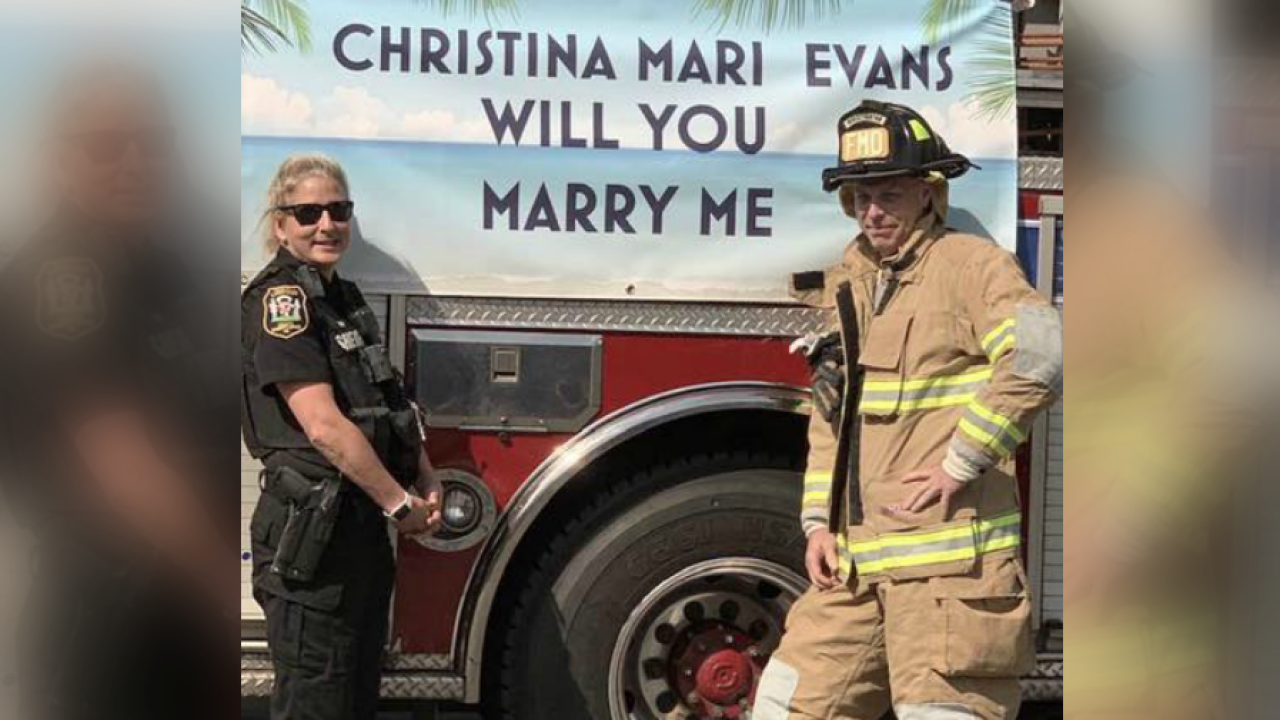 💍 Virginia deputy stunned with surprise proposal from firefighter boyfriend