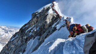 Mount Everest death toll rises to 11 amid overcrowding concerns