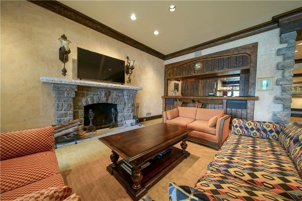 weatherby lake mansion 9