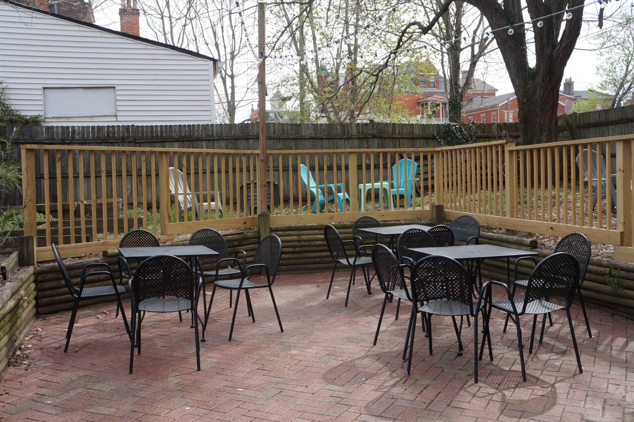 Lils Bagels patio.JPG