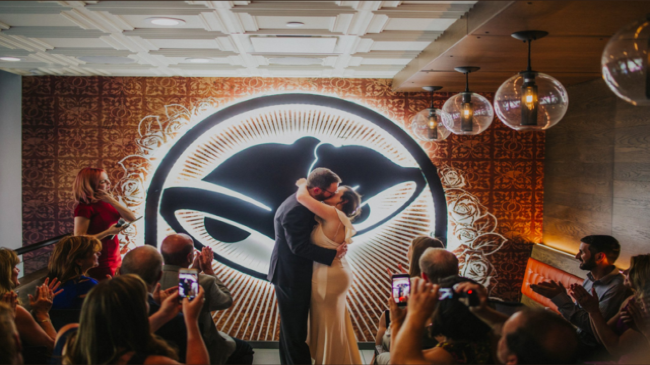 Olathe native, wife get married at Taco Bell