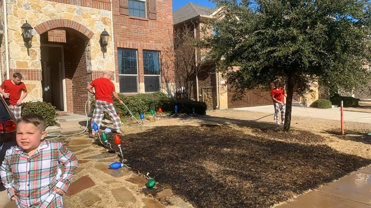 12-year-old Texas boy gets magnifying glass for Christmas, sets his lawn on fire