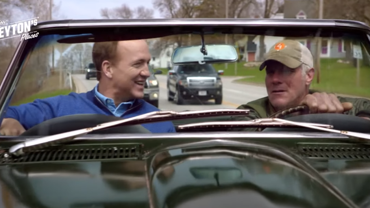 Peyton Manning, Brett Favre tour Green Bay in Bart Starr's car