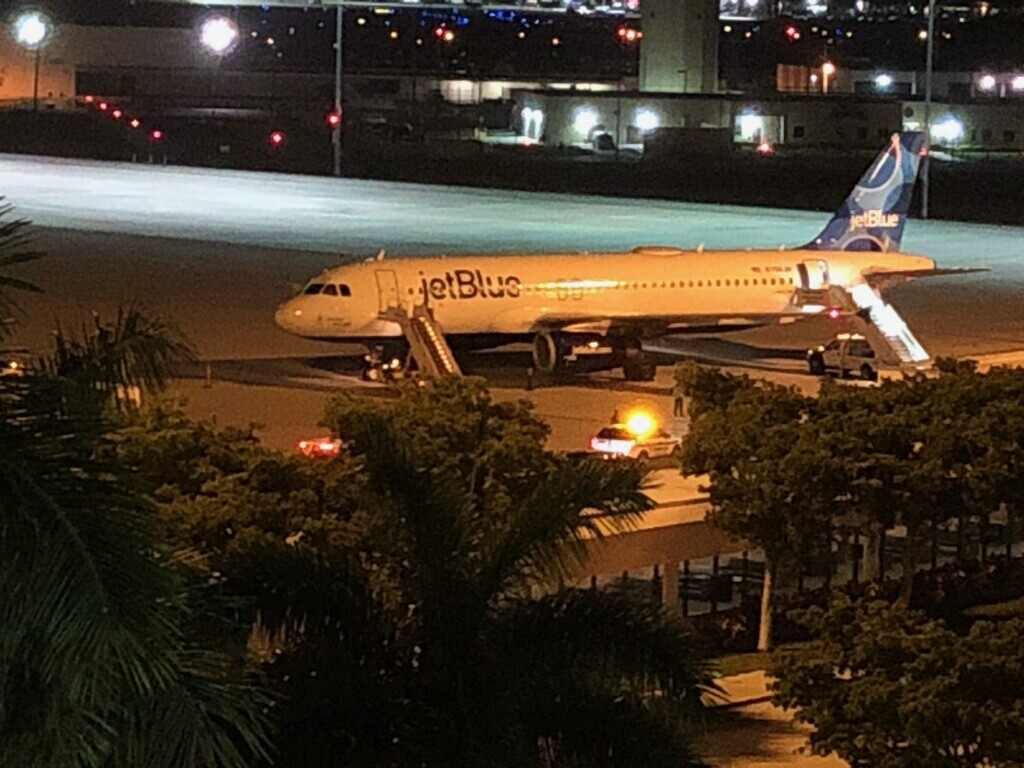 JetBlue plane on tarmac at PBIA