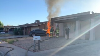 Car crashes into west phoenix home.png