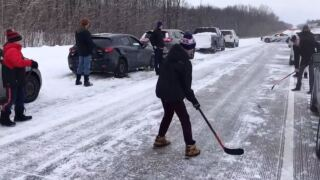 Canadians stuck in 70-car pileup play hockey on highway