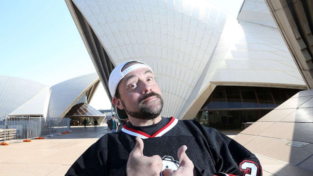 Actor Kevin Smith tweets he had 'massive heart attack'