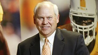 Tennessee AD Phillip Fulmer Signs 4-Year Contract