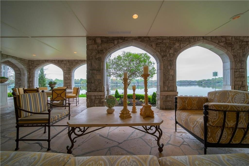 weatherby lake mansion 6