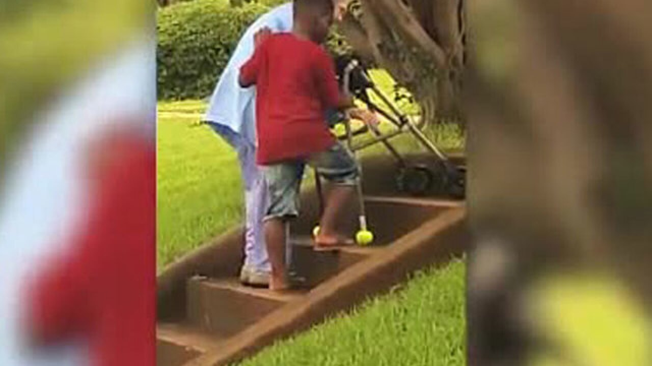 Random act of kindness: Young boy in Georgia helps elderly woman up stairs