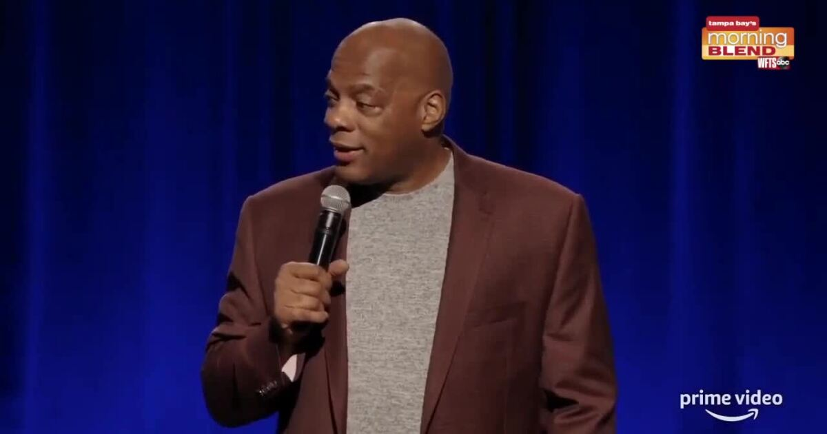 Alonzo Bodden performing at Side Splitters Comedy Club