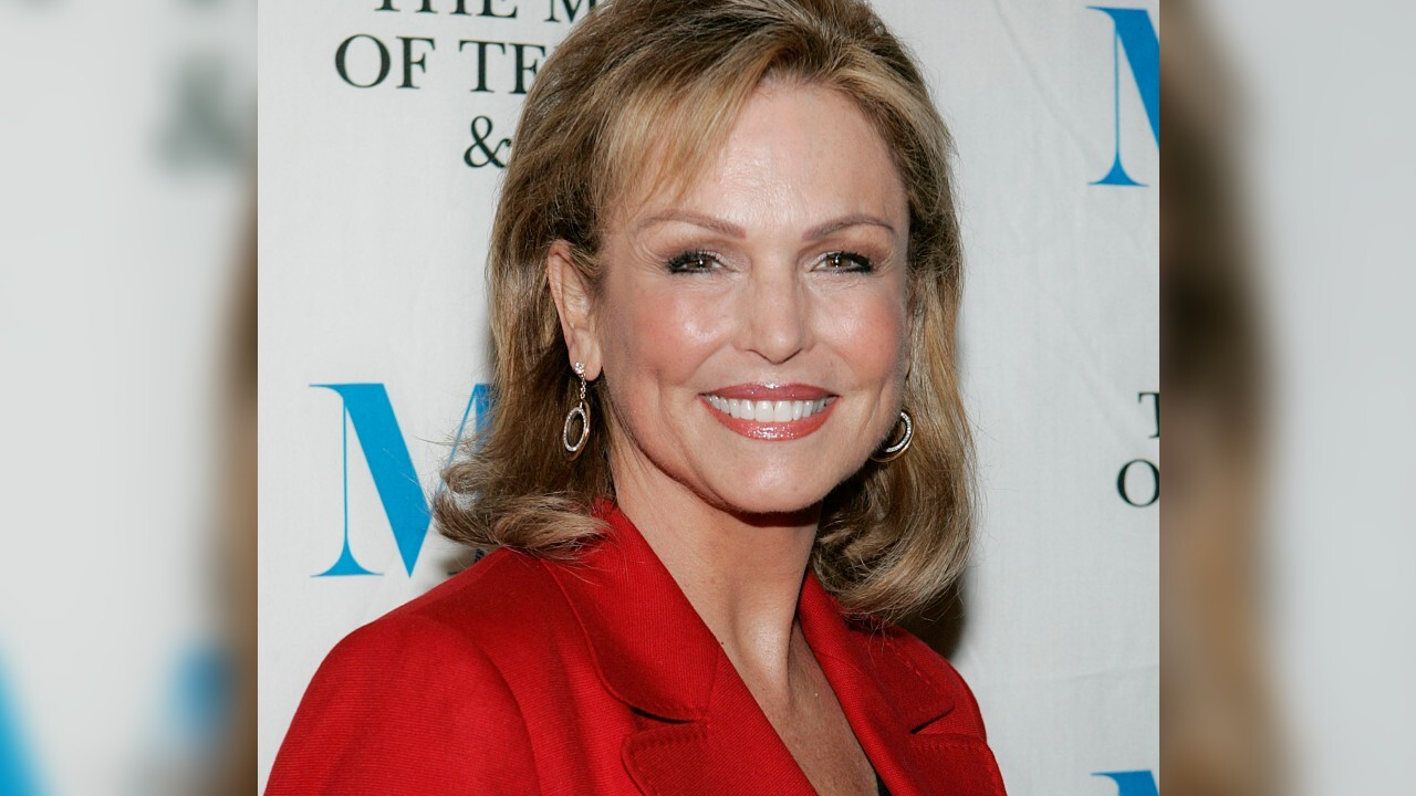Phyllis George, female sportscasting pioneer, dies at 70