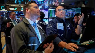 Stocks flirt with record highs as US-China trade tensioneases