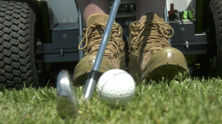 Stand Up and Play helps paralyzed veteran golf again