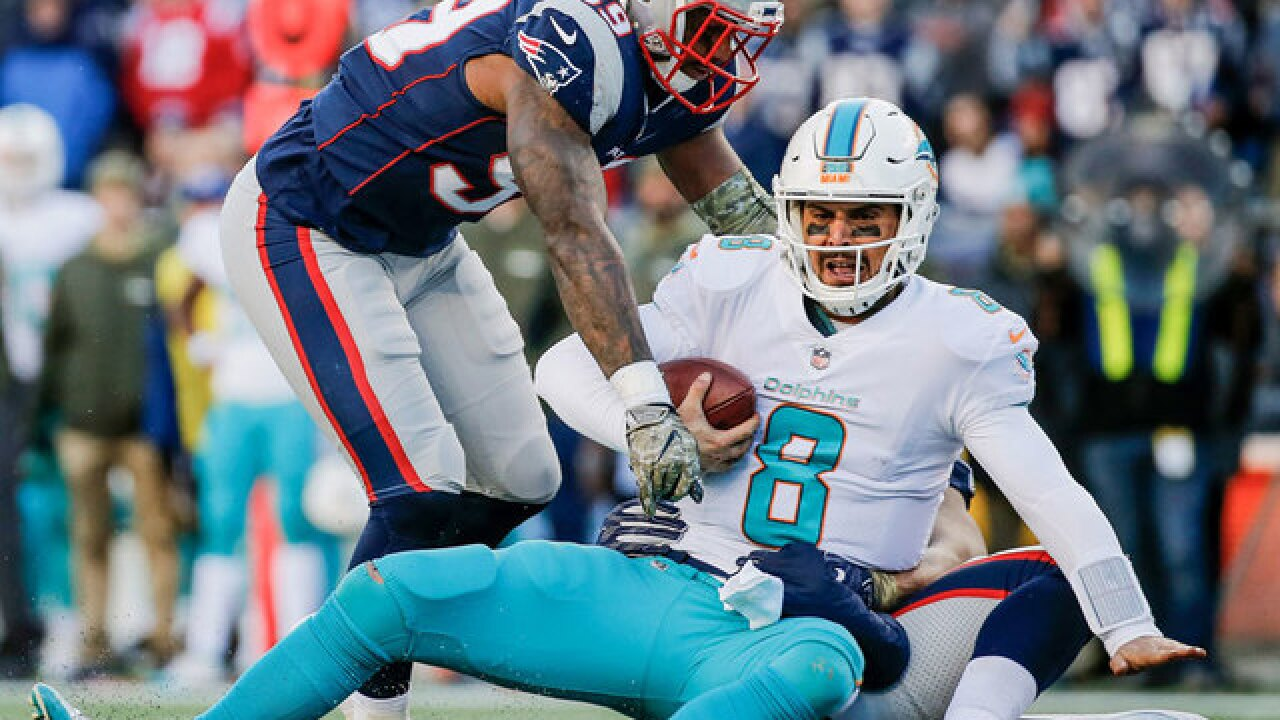 Tom Brady throws for 4 TDs, Patriots beat Dolphins 35-17