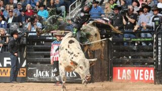 Jose Vitor Leme wins Round 2 at PBR Sioux Falls; all 15 tossed in Bucking Battle