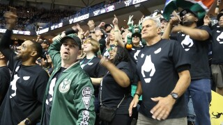 Best fan photos from Bucks-Raptors Game 3
