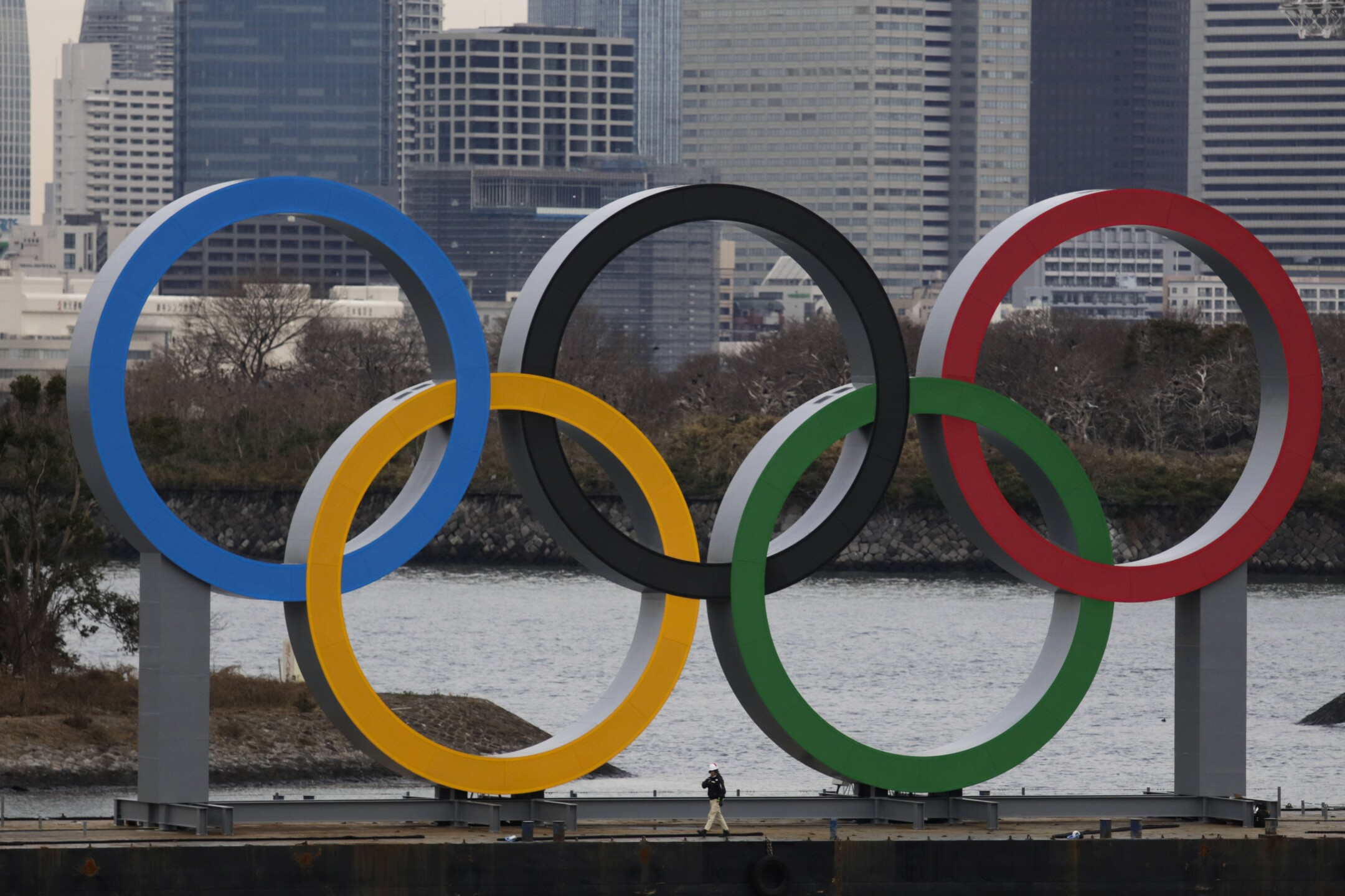Photos: Olympic rings arrive in host city on barge into Tokyo Bay