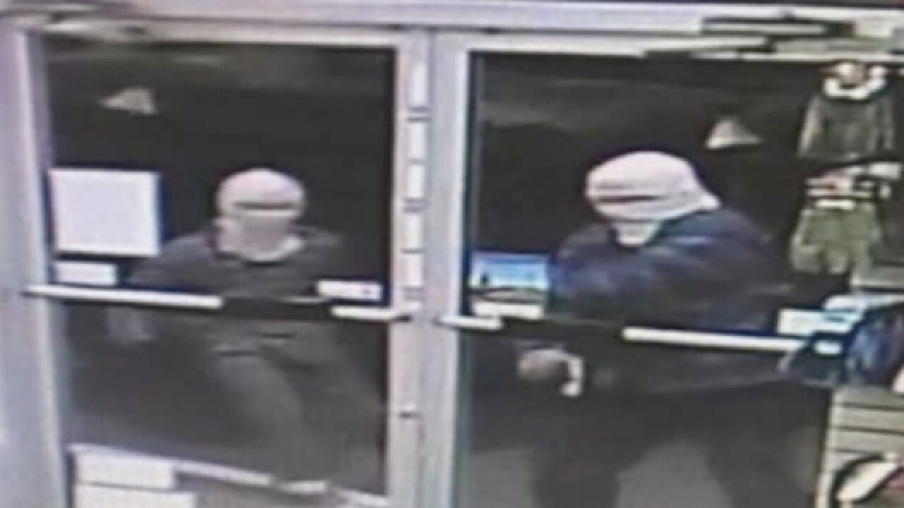 Clerk locks out would-be robbers