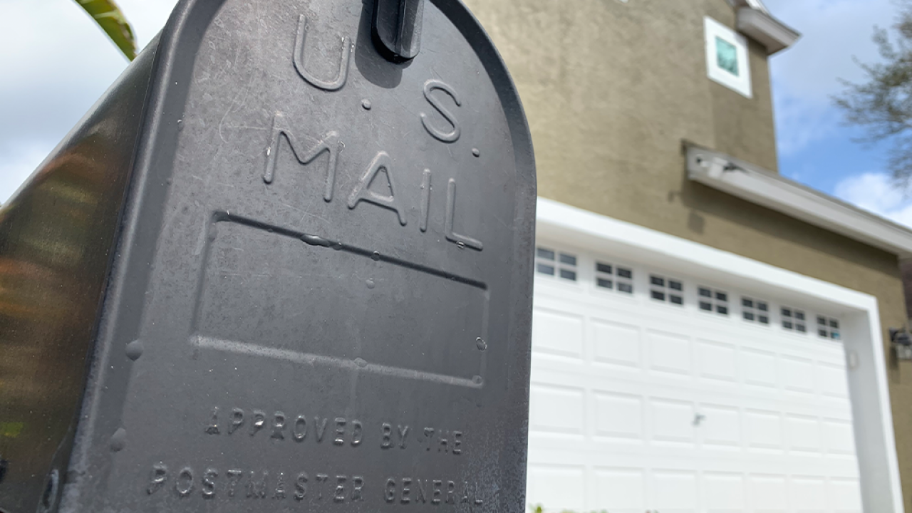 Doctors give suggestions on handling mail, packages amid coronavirus pandemic