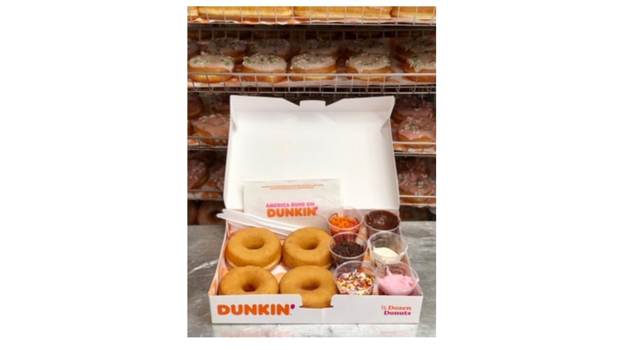 Dunkin' selling DIY doughnut decorating kits amidst pandemic