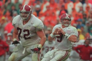 26 Oct 1996: Quarterback Freddie Kitchenes #9 of the Alabama Crimson Tide scans the defense for an open receiver as he drops back to pass during a play in the Crimson Tide's 20-13 loss to the Tennessee Volunteers at Nyland Stadium in Knoxville, Tennessee