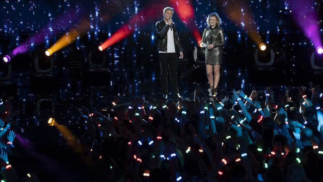 While on air, 'American Idol' winner and runner-up announce they are a couple