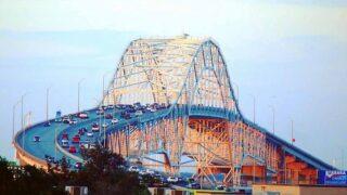 BREAKING: Police have shut down Harbor Bridge after man threatens to jump