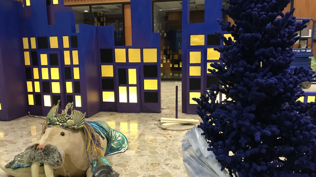 Bmo Harris Christmas Display 2020 BMO Harris Bank transforms into a winter wonderland