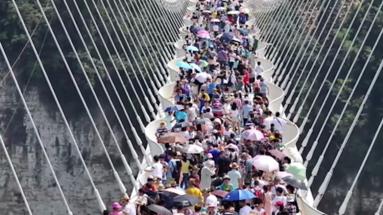 China forced to close record-breaking glass bridge: Too many visitors