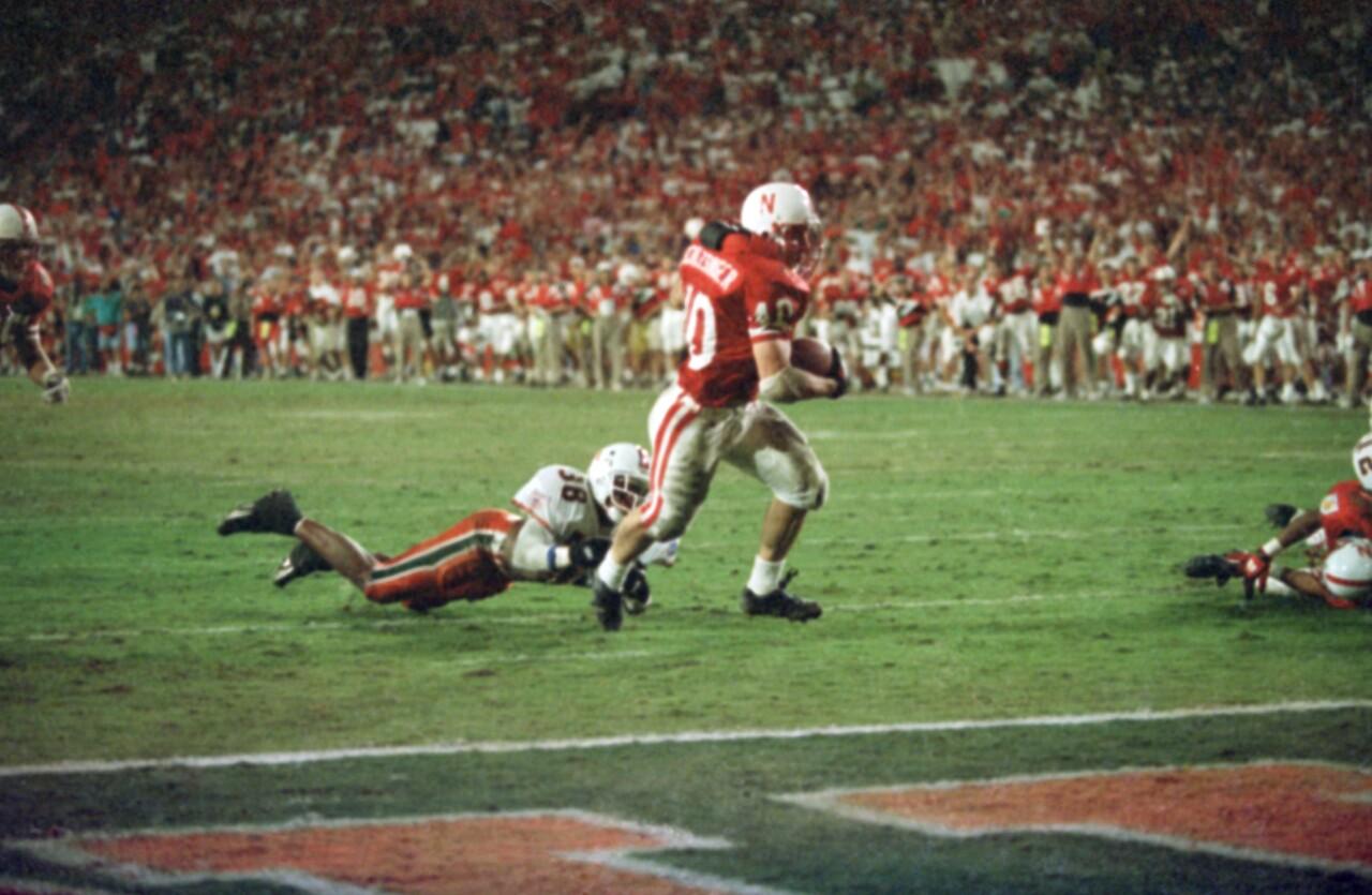 Nebraska Cornhuskers fullback Cory Schlesinger scores game-winning TD in 1995 Orange Bowl vs. Miami Hurricanes