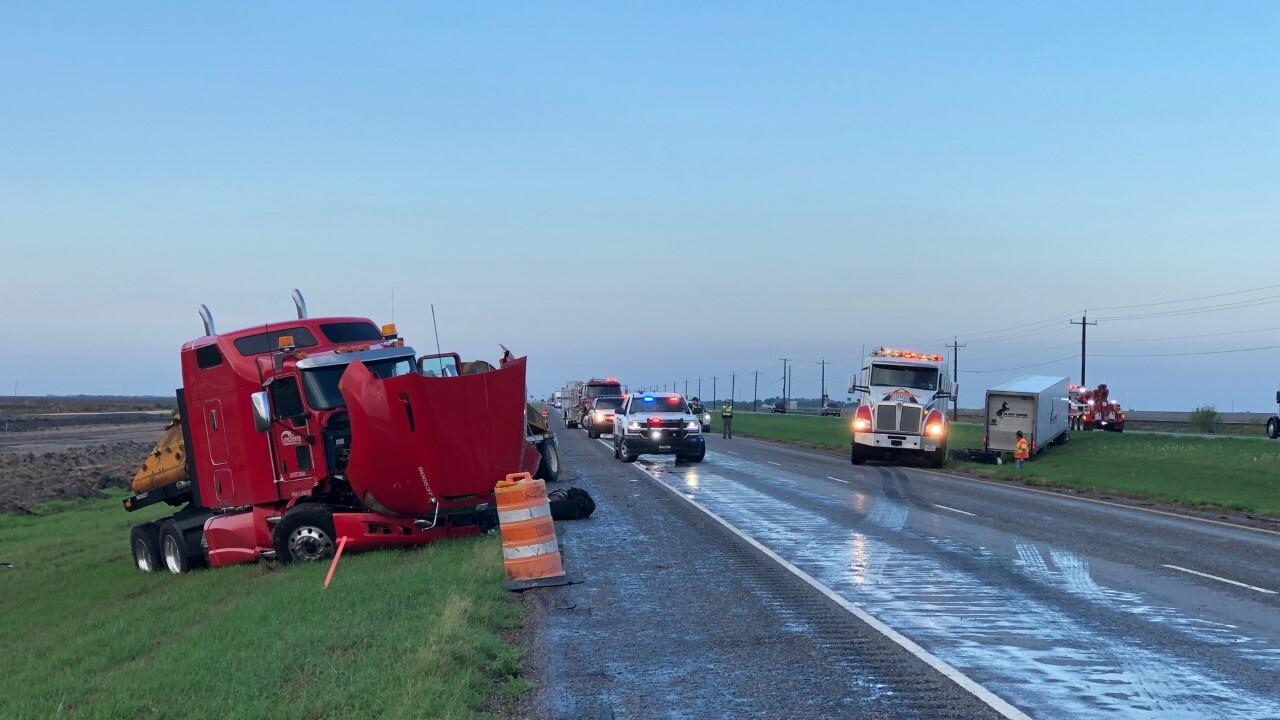 Bishop 18 wheeler accident 0910.jpg