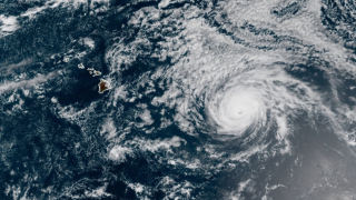 Hurricane watch issued for Hawaii; Douglas could be 1st direct hit to Hawaii since 1992