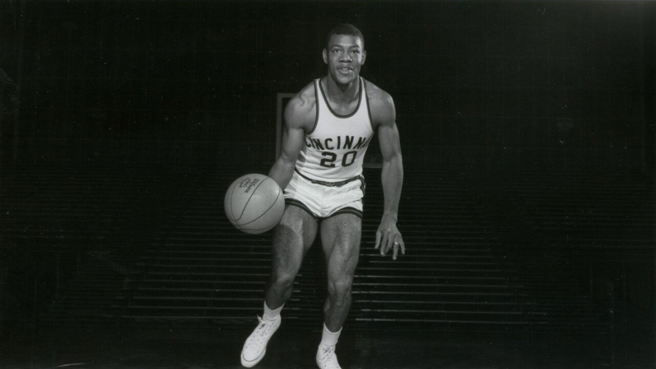 Tony Yates as a UC Bearcat basketball player