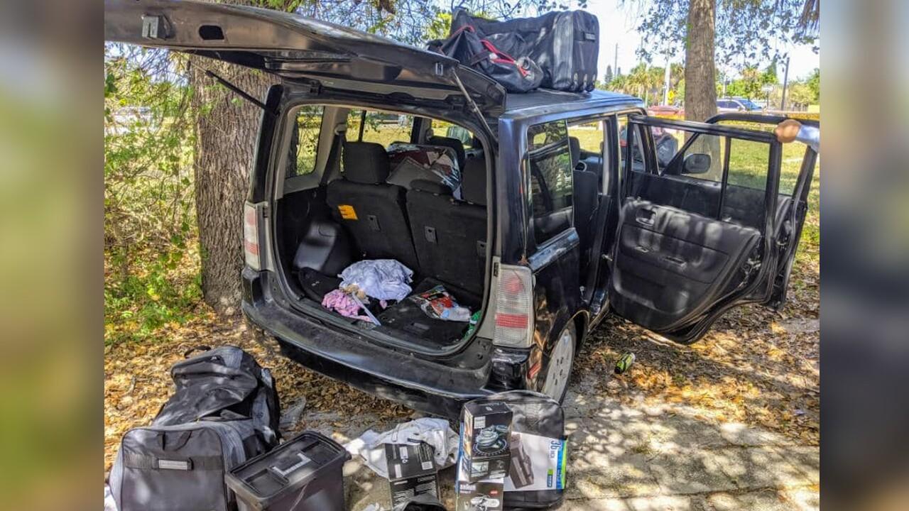 wptv-stuart-shoplifting-suspects-vehicle.jpg