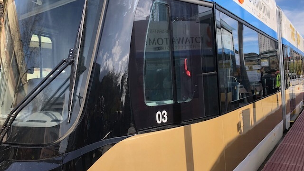 Milwaukee gathers to watch city's new streetcar, The Hop [PHOTOS]