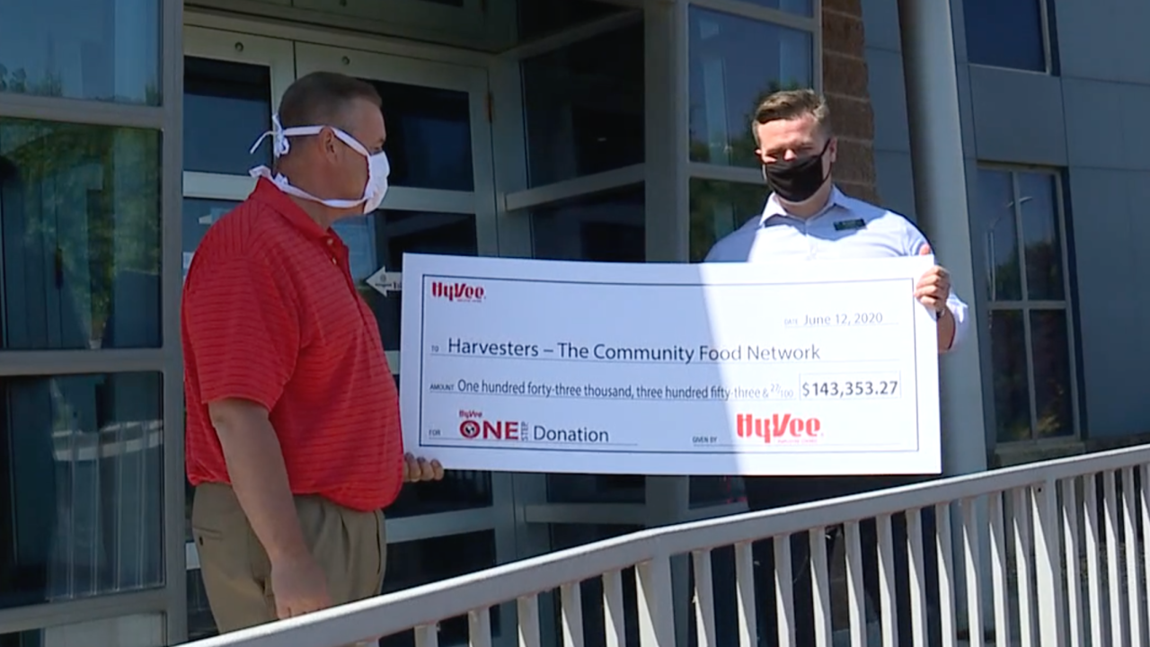 Hy-Vee donation to Harvesters