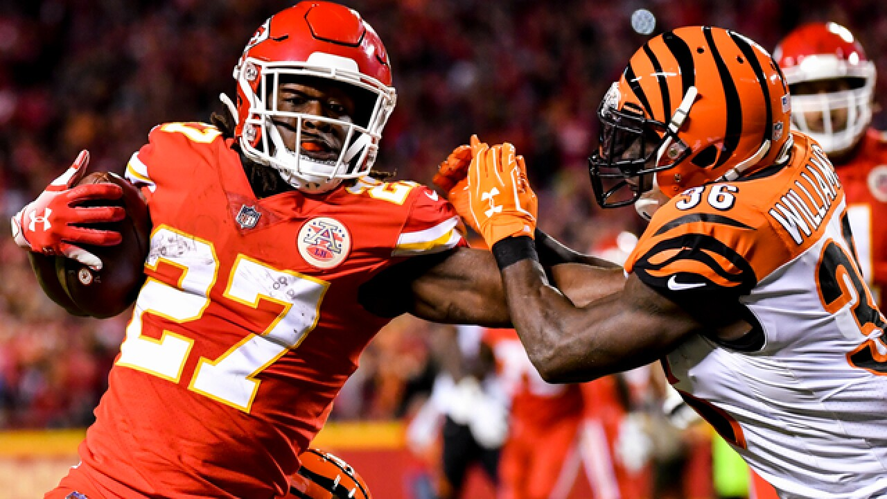 Kareem Hunt energizes Chiefs to victory