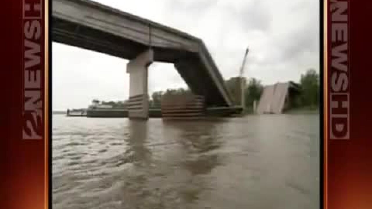 Webbers Falls I-40 Bridge collapse.jpg