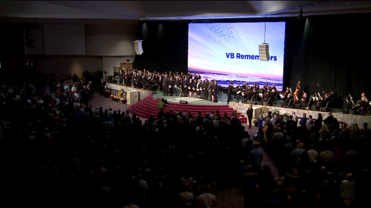 Thousands gather to honor 12 victims of mass shooting in VirginiaBeach