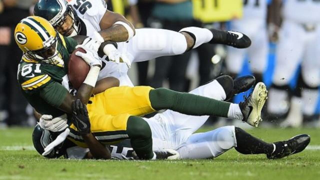 Wentz off to perfect start, but Eagles fall 24-9 to Packers