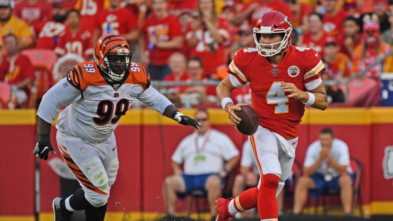 Chiefs Qb Depth Takes Hit As Chad Henne Fractures Right Ankle