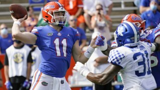 Florida Gators QB Kyle Trask throws vs. Kentucky Wildcats in 2020