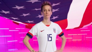 USWNT stars recreate Opening Ceremony from hotel