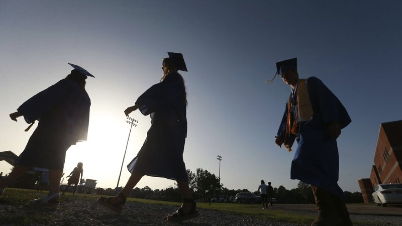 Amid pandemic, fewer students seek federal aid for college