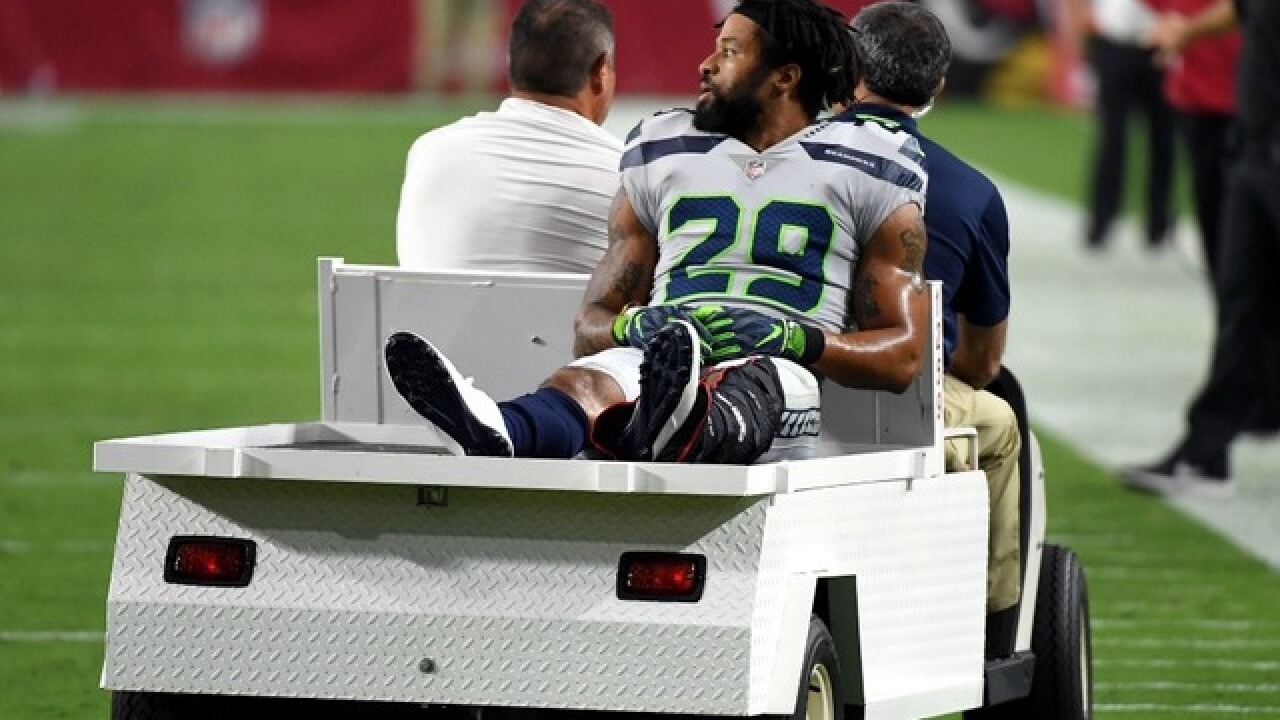 Seahawks' Earl Thomas appears to flip off his own team after injury