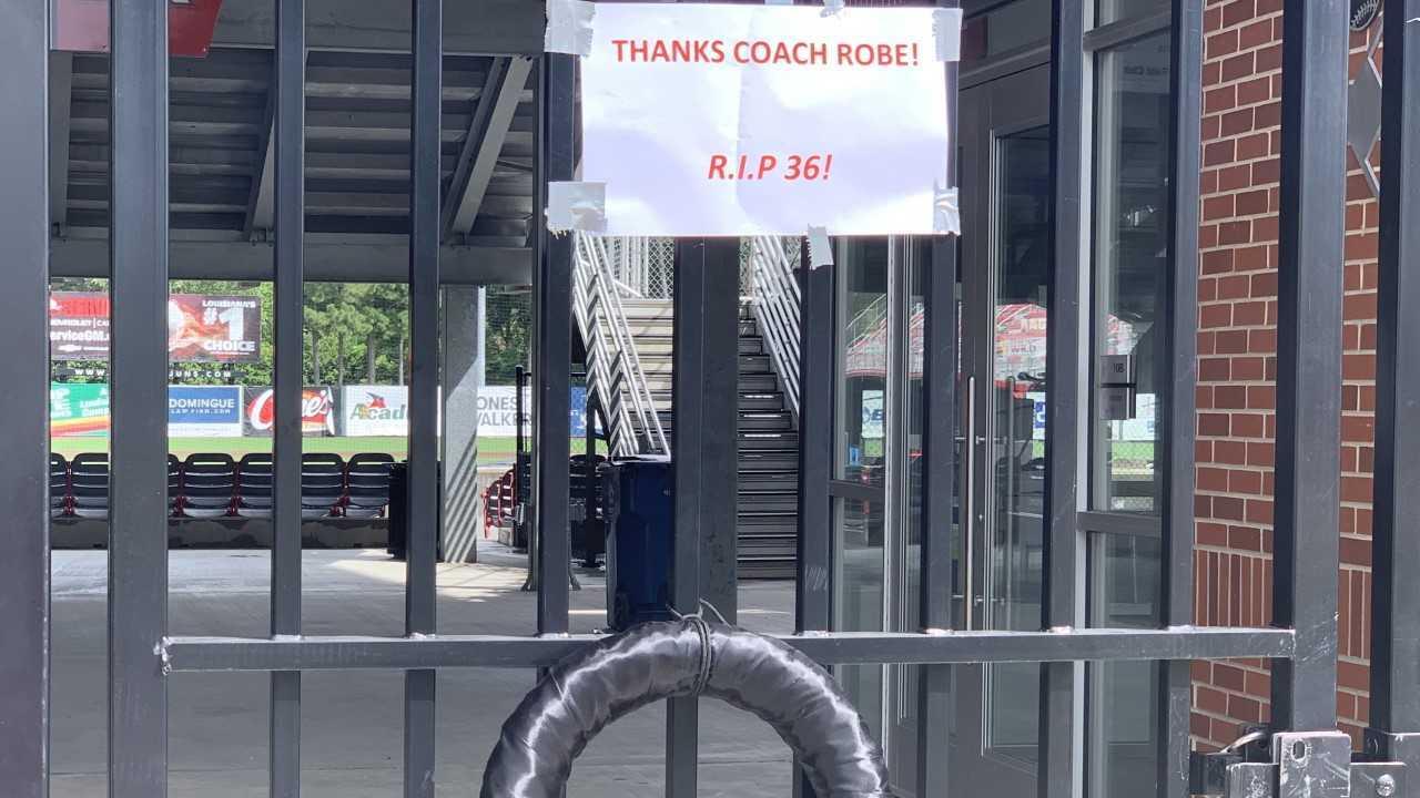 sign for Robe.jpg