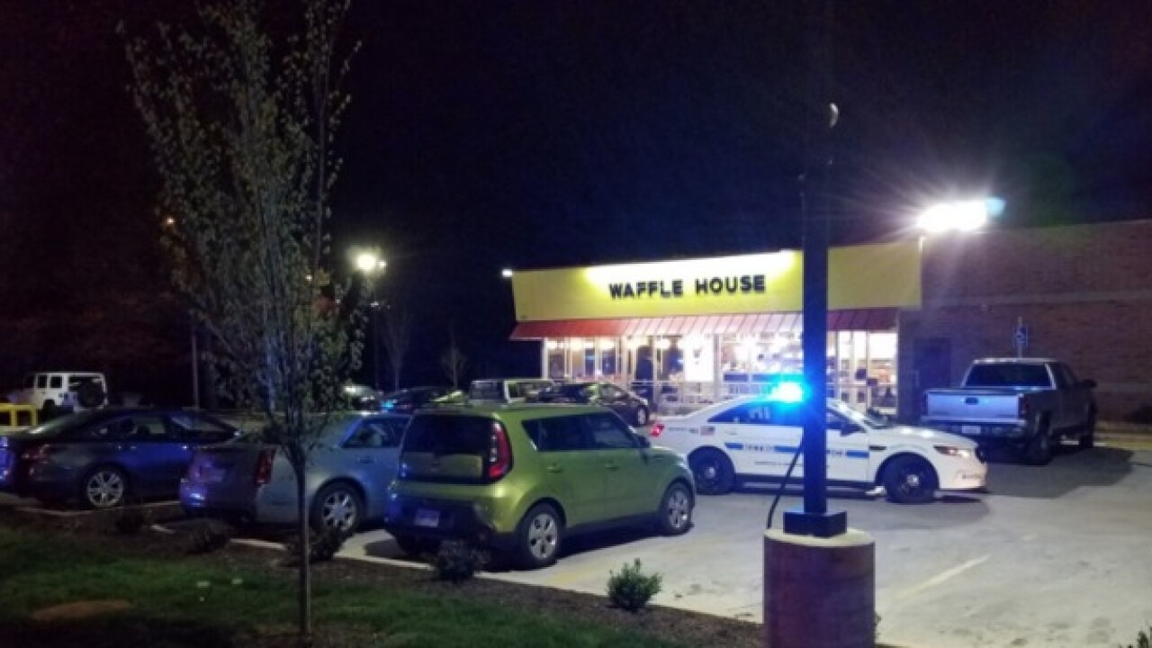 3 dead, 4 hurt in Tenn. Waffle House shooting