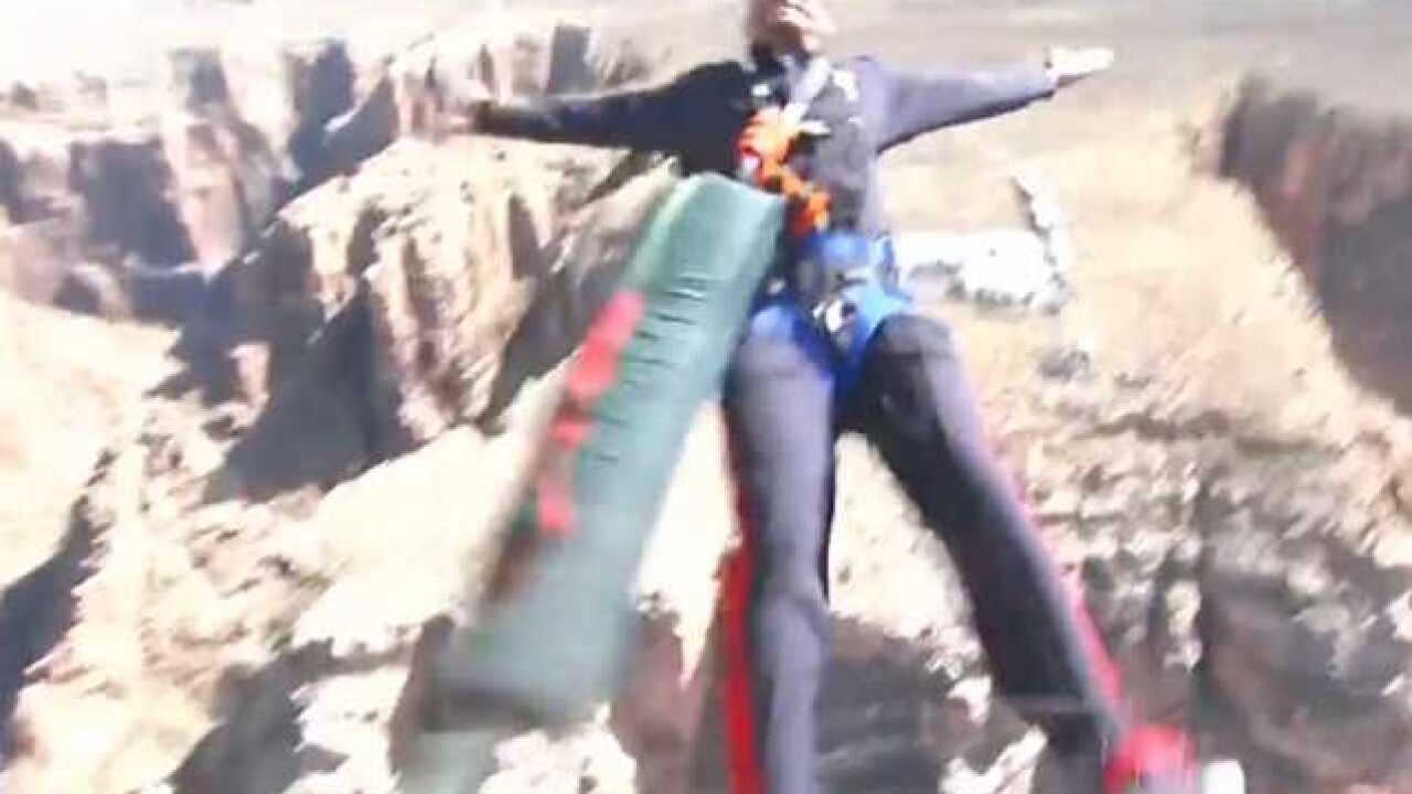 Will Smith bungee jumps at the Grand Canyon