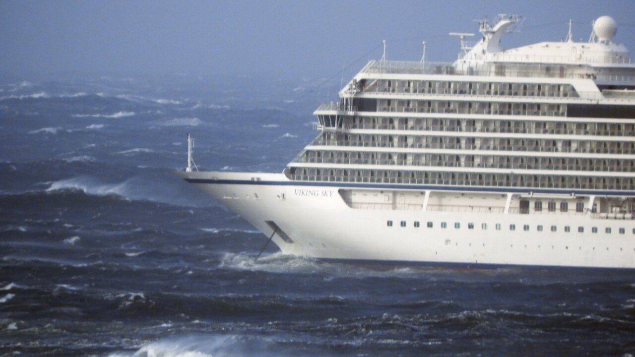 Passengers disembark cruise ship with tales of terrifyingconditions
